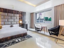 Aura One Hotel, hotel in Cochin