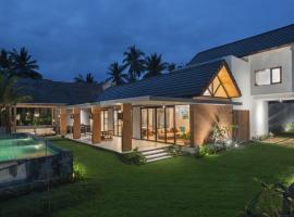 The Beach House, family hotel in Batukaras