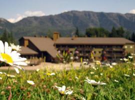 The Griz Inn by Park Vacation Management, hotel em Fernie