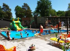 Safaritent at Camping Uit en Thuis, hotel in Bergen op Zoom