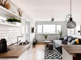 Amazing Views | Top Centre Designer Suite, хотел в София