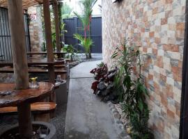 Hotel y Cabinas del Trópico, hotel in Guápiles