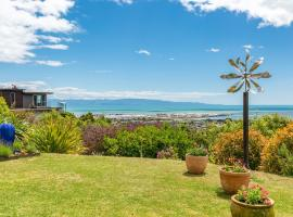 Stunning house and location above Nelson city, hotel in Nelson