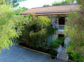 Pavlos studios, hotel in Laganas