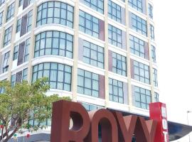 Roxy Hotel & Apartments, hotel in Kuching