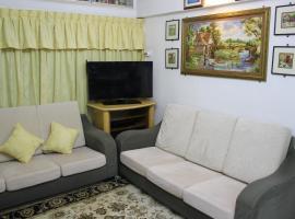 Macallum Budget Muslim Homestay, apartment in George Town