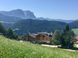Pension Haus Tirol, Hotel in Lajen
