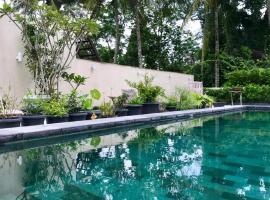 Omah SunFlower, hotel with pools in Yogyakarta