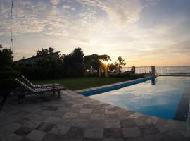 Marina Seaview Apartments, beach hotel in Jepara