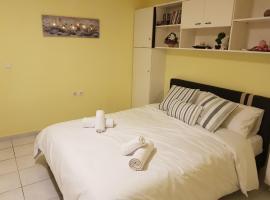COZZY STUDIO IN NEA MAKRI, apartment in Nea Makri