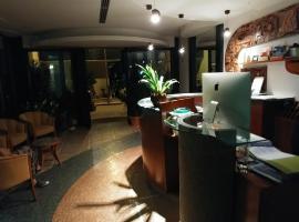 Hotel La Perla, hotel in Roseto degli Abruzzi