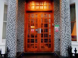 Westbury Hotel Kensington, hotel in Earls Court, London