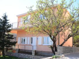 Holiday House Family Fun, holiday home in Cesarica