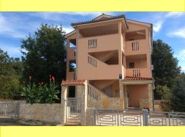 Apartments Coral, pet-friendly hotel in Klimno