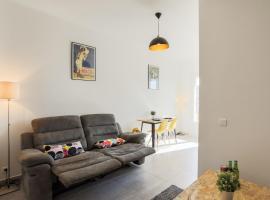 Chic appartement Centre NICE au calme vue colline, apartment in Nice