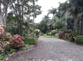 Koppie Alleen Guesthouse, hotel with parking in Pongola