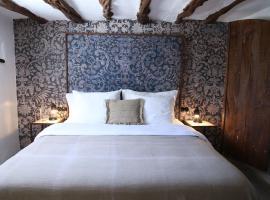 Finca Legado Ibiza: Santa Eularia des Riu şehrinde bir otel