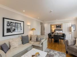 Stylish new flat near Mayfair & Piccadilly Circus!, appartamento a Londra