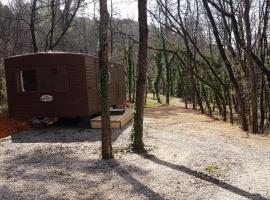 Mobil Home à la ferme, en Provence, campground in Grambois