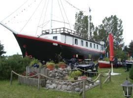 Hotelschiff Stinne, Hotel in Wustrow