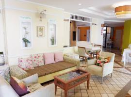Rungnatee Place & Boutique Hotel, hotel in Buriram