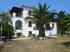 Liossis Rooms & Apartments, vacation rental in Skopelos Town