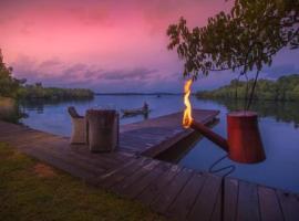 Roman Lake Ayurveda Boutique Resort - Level 1 Safe & Secure, отель в Бентоте