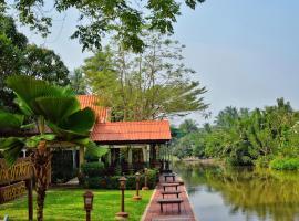Baan Kornnara Resort, hotel in Amphawa