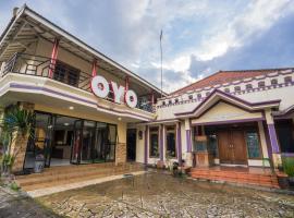 OYO 564 Bunga Matahari Guest House And Hotel, hotel with pools in Batu