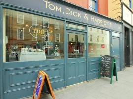 Tom Dick and Harriet's Cafe and Rooms, B&B in Dublin