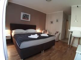Carol Rooms, hotel in Trogir