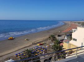 LOW COST ROOMS WIFI FREE, guest house in Playa del Ingles