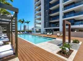 Qube Broadbeach, hotel in Gold Coast