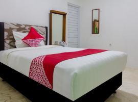 OYO 502 Wisma Bukti, hotel near Pusat Grosir Cililitan, Jakarta