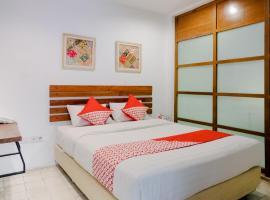 OYO 626 Augustina Home, hotel near Brawijaya Museum, Malang