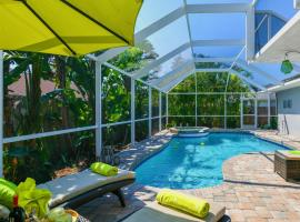 Contemporary Pool Villa I - Private Beach - Heated Pool+Jacuzzi - Free WiFi!, hotel in Venice