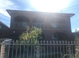 Katie's Antique House, pet-friendly hotel in Melbourne