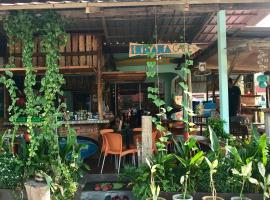 Indiana Cafe & Dorm, family hotel in Pantai Cenang