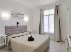 Hotel Au Tropico, hotel in Juan-les-Pins