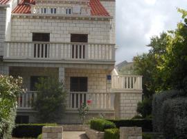 Apartments D & P, pet-friendly hotel in Korčula