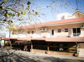 Dona Adelia Hotel e Restaurante, hotel near Hugo Cantergiani Regional Airport - CXJ, Flores da Cunha