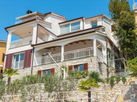 Luxury 1 Bedroom Apartment in Rabac, luxury hotel in Rabac