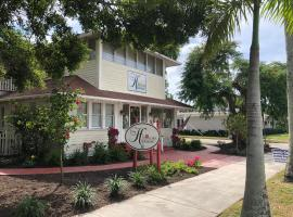 The Hibiscus House Bed & Breakfast, vacation rental in Fort Myers