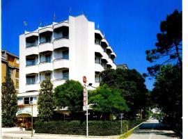 Hotel Tilly, отель в Чезенатико
