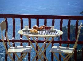 Amalfi Amazing Sea View-Parking-WiFi-Bus Stop-AC, apartment in Amalfi