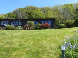 Pebble Lodges, cabin in Gurnard