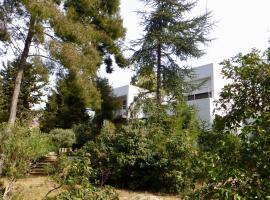 Calanques Bandol : grand T2 de standing, dans pinede, au calme., villa in Bandol