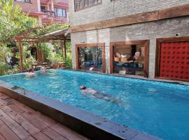 Hotel Middle Path & Spa, hotel in Pokhara
