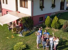 Holiday home with garden, vikendica u Sarajevu