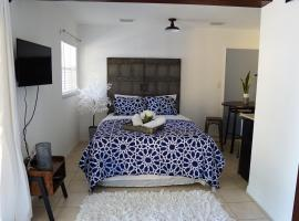 EMERALD HOMES TAMPA AIRPORT! MI CASA ES TU CASA!, vacation rental in Tampa